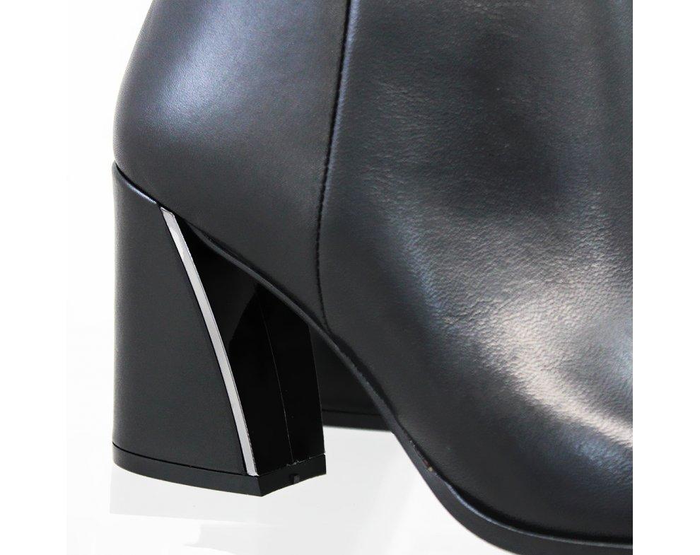 Elegantné kotníky MFS21175 BLACK LEATHER